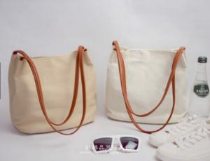 Túi vải bố mềm hiện đang được nhiều bạn trẻ yêu thích do chất liệu mềm , nhẹ, tiện lợi, giá thành rẻ