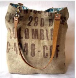 Túi vải bố mềm được giới trẻ hiện nay rất yêu thích và thường sử dụng chúng trong những chuyến đi picnic, đến trường hoặc dạo phố.