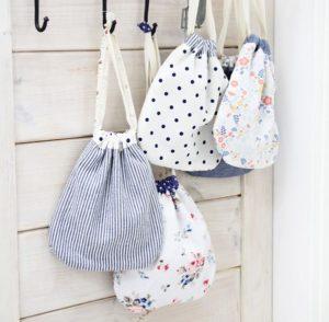 Túi dây rút vải bố trẻ trung, phong cách cộng thêm tính ứng dụng của túi sẽ khiến cho khách hàng không hề đắn đo khi mua hàng.