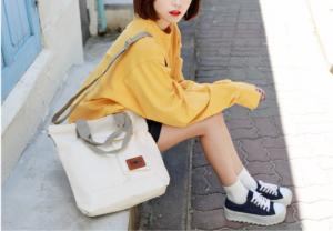 Túi vải bố nhiều ngăn với kiểu dáng thời trang, chất liệu vải bền đẹp, kết cấu nhiều ngăn thoải mái mang đến nhiều tiện ích cho người dùng.