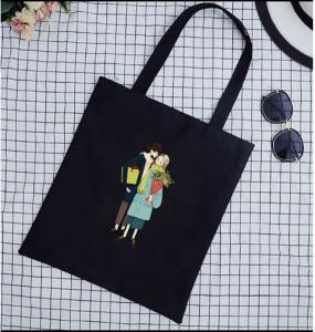 Túi vải bố ở Huế với nhiều kiểu dáng thiết kế khác nhau, đạt được tính thẩm mỹ cao, màu sắc, nổi bật, tiện ích và gây được sự chú ý, thích thú của khách hàng.