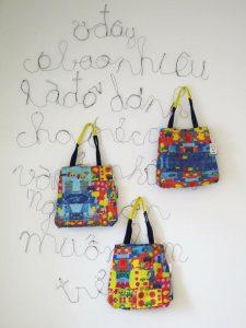Túi vải bố với kiểu dáng năng động và hiện đại đang trở thành mặt hàng thu hút giới trẻ trong nước cũng như quốc tế.