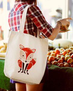 Giá thành túi vải bố tương đối rẻ, so với những loại túi với chất liệu khác nên đáp ứng được thị hiếu của đông đảo người dùng