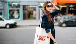 Các mẫu túi vải bố sẽ giúp bạn tôn lên giá trị của sản phẩm, khẳng định chất lượng và là công cụ giúp lan tỏa thương hiệu.