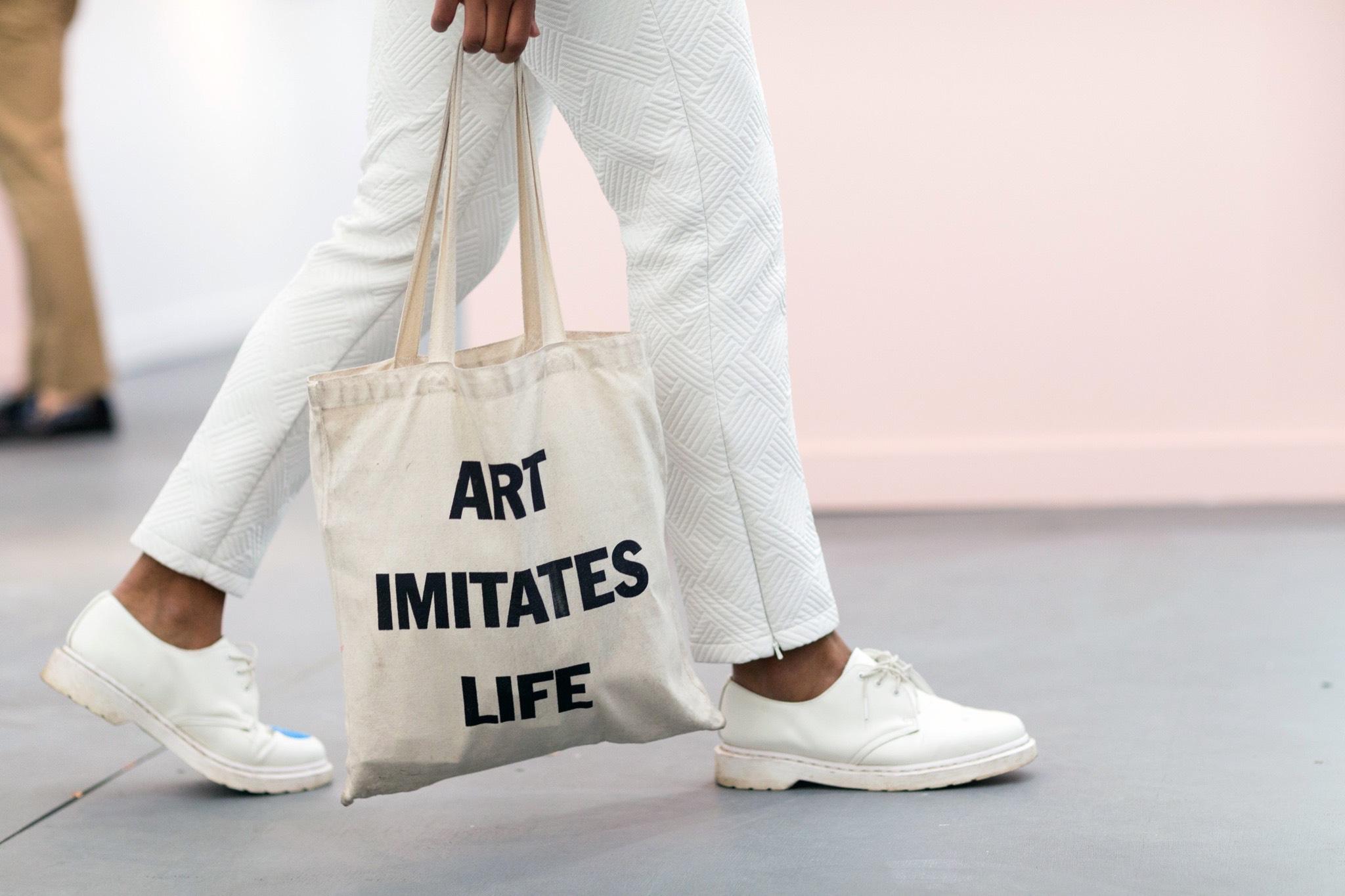 Qua nhiều năm thay đổi, túi vải bố canvas được sử dụng rộng rãi bởi tính tiện ích, giá cả phù hợp và tính thẩm mỹ cao.