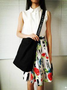 Túi tote đeo chéo nữ đơn giản nhưng chúng lại có vai trò rất lớn trong đời sống của mọi người, giúp cho cuộc sống trở nên thuận tiện và dễ dàng hơn.