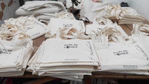 Túi vải bố an toàn đúng tiêu chuẩn, giá rẻ, chất lượng tại cơ sở may túi vải bố uy tín Trí Việt