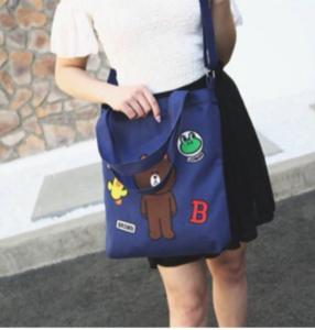 Túi vải bố đeo chéo đi học với giá vô cùng rẻ, lại tiện dụng, được thiết kế theo phong cách đơn giản nhã nhặn mà vẫn thời trang, đẳng cấp.
