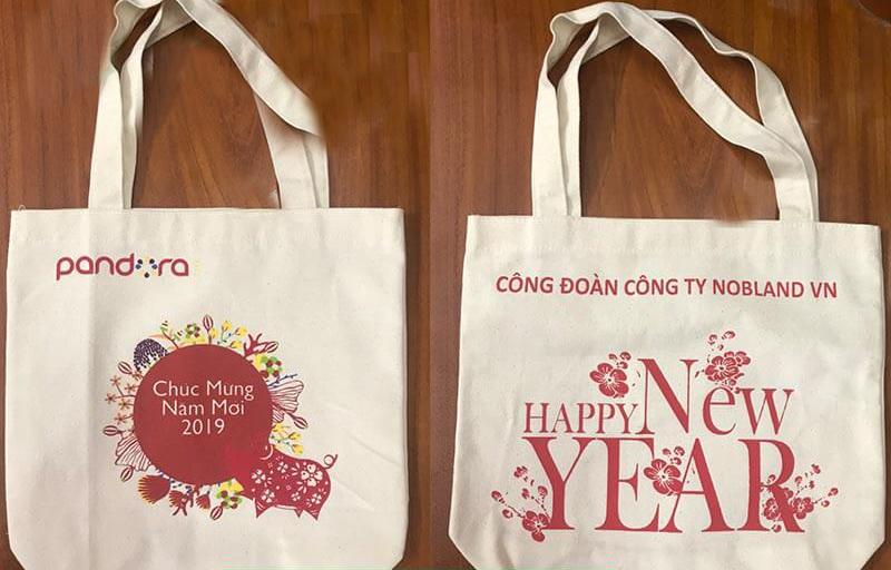 Túi vải bố đựng quà tặng làm tăng giá trị của món quà tặng, được khách hàng đón nhận rất tích cực