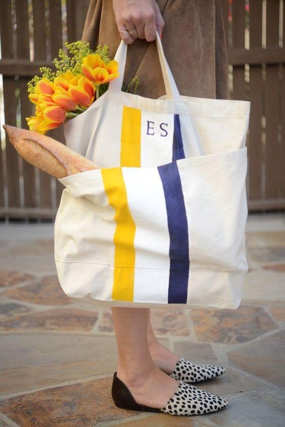 Túi vải bố đựng quà được rất nhiều doanh nghiệp lựa chọn đem lại lợi ích chính cho doanh nghiệp, cho người tiêu dùng và cho môi trường sống
