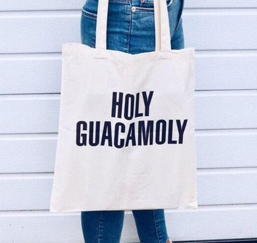 Lựa chọn túi vải bố làm quà tặng là rất phù hợp, nó vừa mang giá trị vật chất vừa mang giá trị tinh thần mà lại được sử dụng rất nhiều trong cuộc sống