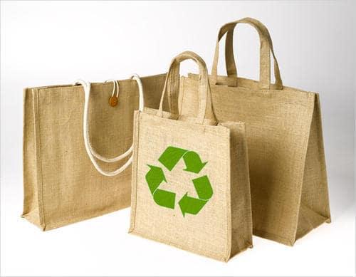 Sử dụng túi vải đay làm bao bì đựng sản phẩm sẽ mang lại những hiệu quả kinh doanh vô cùng to lớn.