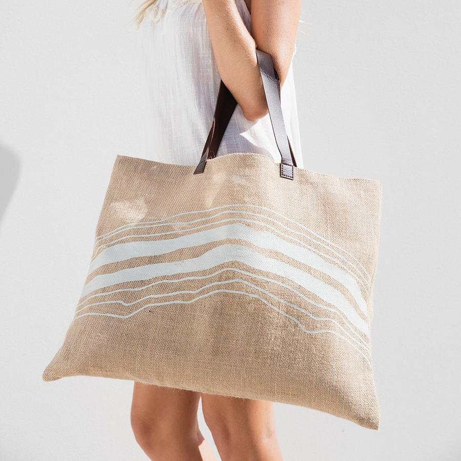 Phối màu khi in túi vải đay mang đến cho chiếc túi sự phong cách và cá tính hơn.