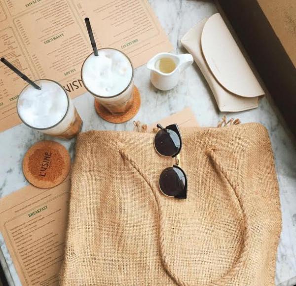Túi vải đay đơn giản với thiết kế tối giản, đơn sắc, không in ấn hoặc in ấn đơn giản