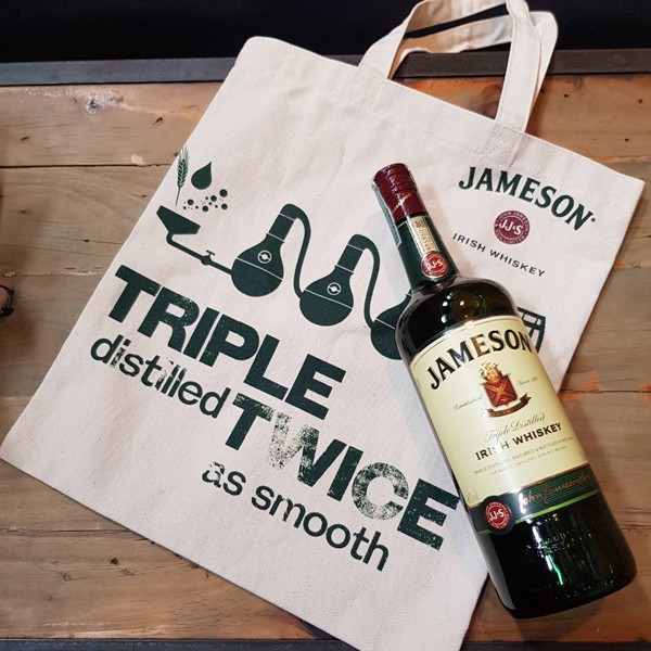 Túi vải bố đựng rượu trong mắt các nhà marketing không chỉ làm bao bì sản phẩm mà còn là một phương tiện vô cùng giá trị