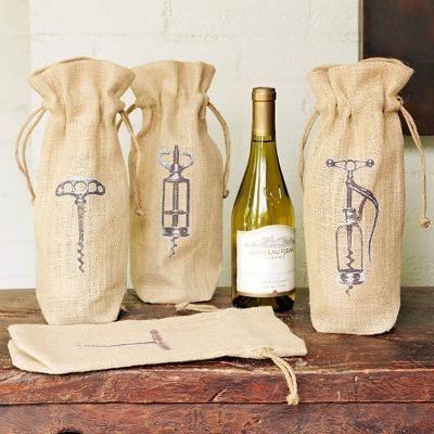 Sử dụng một chiếc túi đựng rượu đẹp không chỉ góp phần nâng cao giá trị của chai rượu mà còn thể hiện một sự đẳng cấp riêng biệt mà cửa hàng của bạn muốn truyền tải.