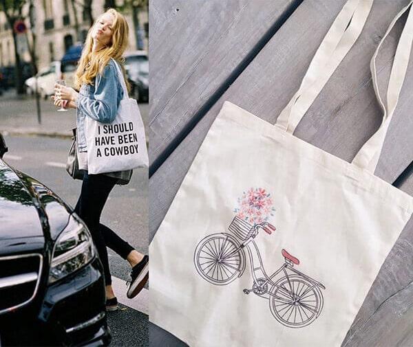 Bạn có thể thay thế việc sử dụng một chiếc túi đắt tiền nhàm chán bằng chiếc túi vải bố tiện dụng, thời trang