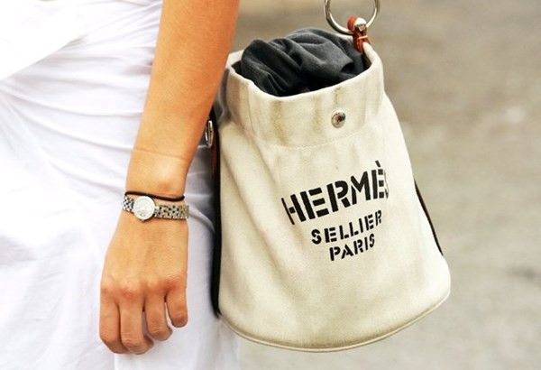 Sử dụng các loại túi làm từ chất liệu vải cổ điển như vải thô đang là một xu hướng