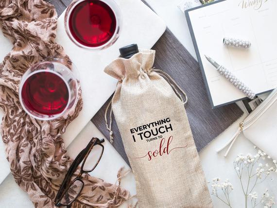 Túi đựng rượu được làm từ túi vải bố là cách bạn làm quảng cáo cho thương hiệu của các bạn một cách dễ dàng, nhanh chóng và tiết kiệm chi phí.