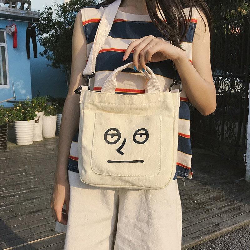 Túi vải bố đeo chéo cho nữ cho phép bạn có thể cất giữ các đồ dùng cá nhân khi đi ra ngoài, vừa an toàn vừa tiện dụng