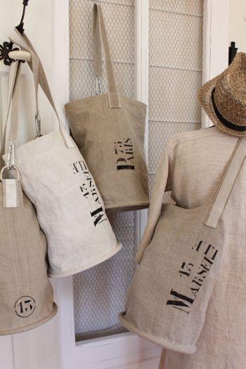 Túi vải bố là mẫu túi xách có giá thành rẻ và đạt chất lượng nhất và các doanh nghiệp cũng tận dụng điều này để làm tăng thêm nguồn lợi nhuận về cho đơn vị của mình.