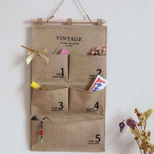 Túi vải bố treo tường có thiết kế đơn giản, góp phần tô điểm thêm cho không gian của bạn thêm phần ấn tượng.