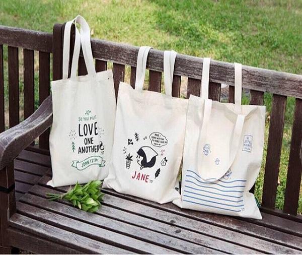 Túi vải bố mang lại rất nhiều lợi ích đặc biệt cho con người như bảo vệ môi trường và đựng đồ đạc cá nhân an toàn.