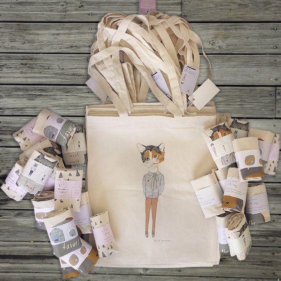 Lựa chọn may túi vải bố là hoàn toàn phù hợp bởi vừa tiết kiệm chi phí, vừa chung tay vào hoạt động bảo vệ môi trường.