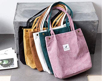 Có rất nhiều loại túi với kích cỡ siêu to, siêu bé đang mang đến các phong cách thời trang khác nhau