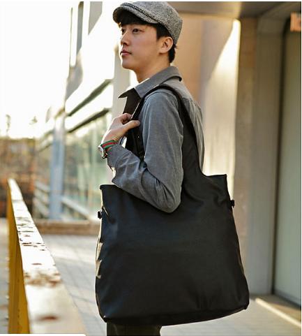 Nên chọn những chiếc túi vải bố có đường nét thiết kế tinh xảo, họa tiết đẹp, phù hợp với chính bản thân.
