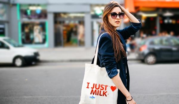 Chất liệu là yếu tố quan trọng hàng đầu có ảnh hưởng lớn đến tính thẩm mỹ và độ bền của chiếc túi vải bố.