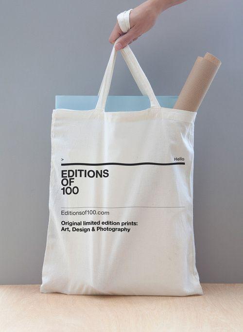 Túi vải bố không đáy được ưa chuộng hiện nay vì tính tiện dụng mà đơn giản của nó đem lại.