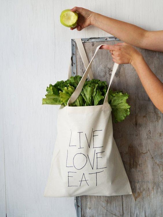 Một chiếc túi vải bố có tuổi thọ trung bình khoảng 5 năm, có thể tái sử dụng nhiều lần