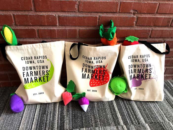 Những chiếc túi vải để đi chợ có thể chứa đựng rất nhiều thứ mà bạn chọn mua, là một kênh marketing cho doanh nghiệp