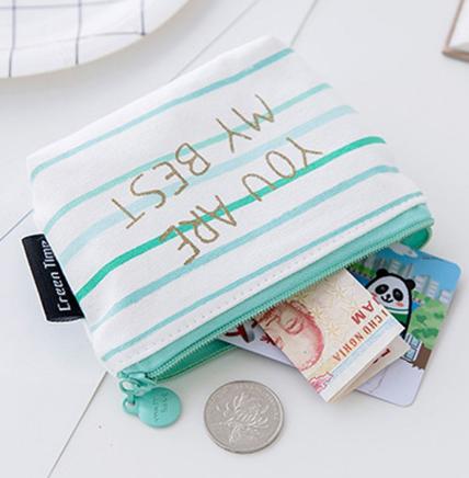 Túi vải bố cầm tay được làm bằng chất liệu bền chắc cùng thiết kế tiện dụng chắc chắn sẽ khiến người dùng cảm thấy hài lòng.