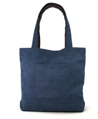 Túi đeo vai bằng vải bố mang lại cho bạn phong cách thời trang vô cùng cá tính và nổi bật