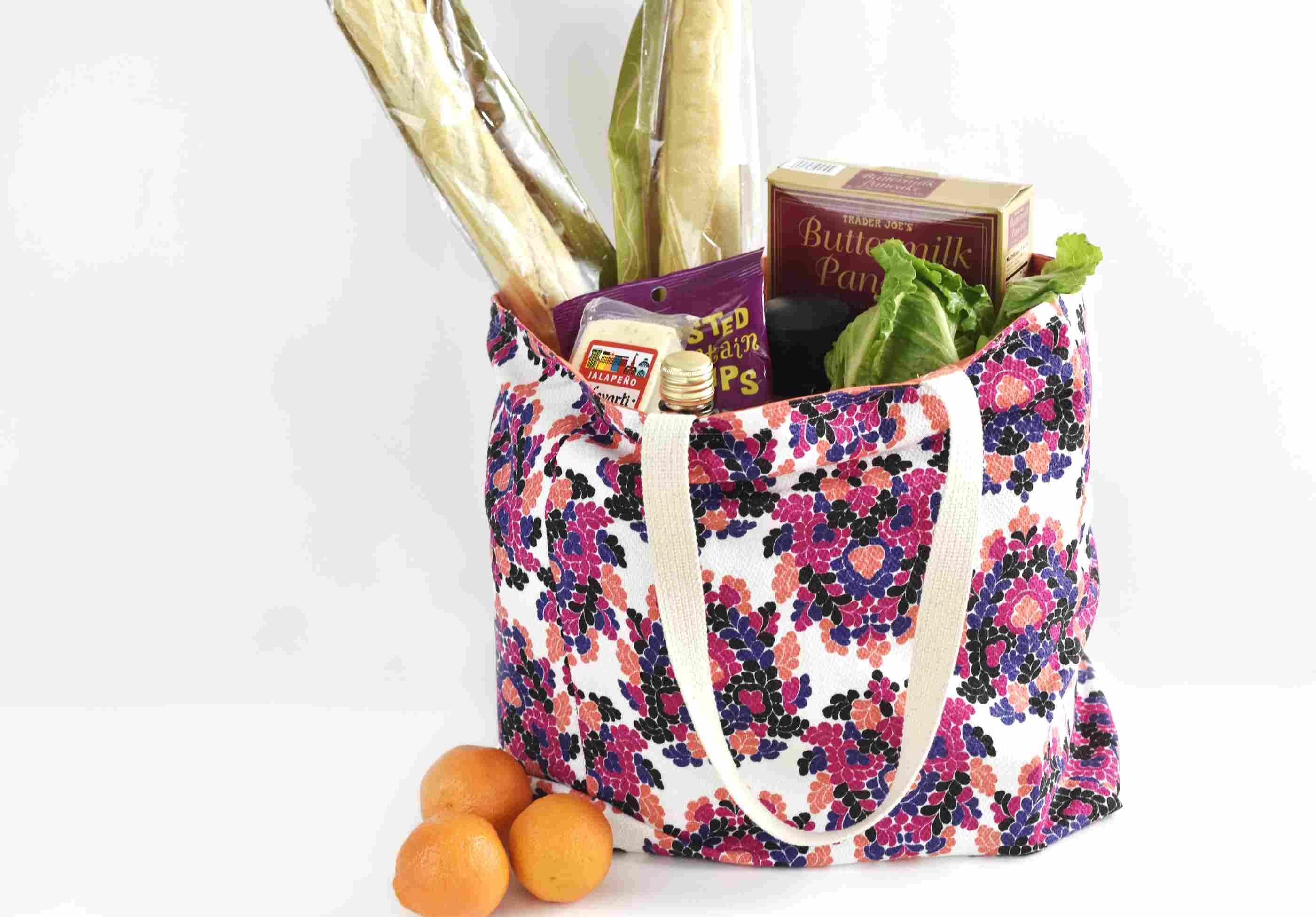 Sử dụng túi vải để đi chợ vừa tiện dụng vừa chung tay bảo vệ môi trường