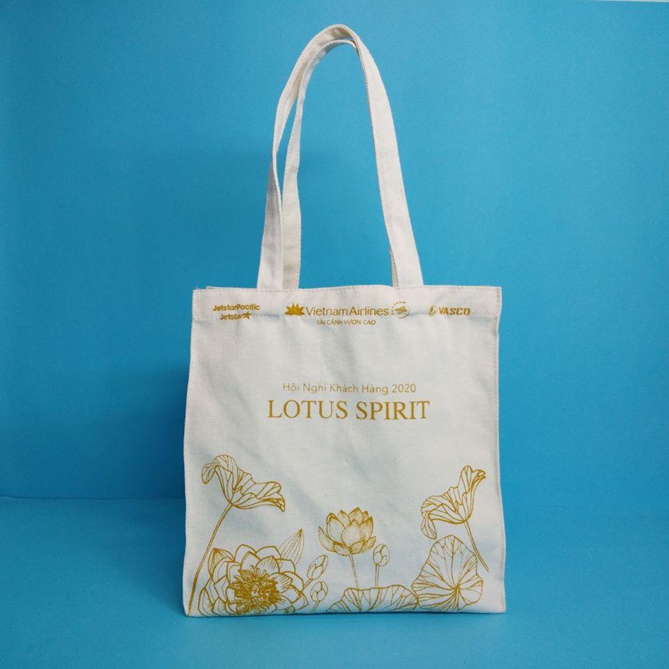 Túi vải bố dạng hộp được chế tác chắc chắn và tinh tế cùng chất liệu cho bạn sử dụng lâu bền.