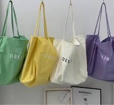 Túi vải bố được nhiều người tin dùng do đó việc đáp ứng nhu cầu thẩm mỹ của khách hàng được nhiều đơn vị sản xuất quan tâm