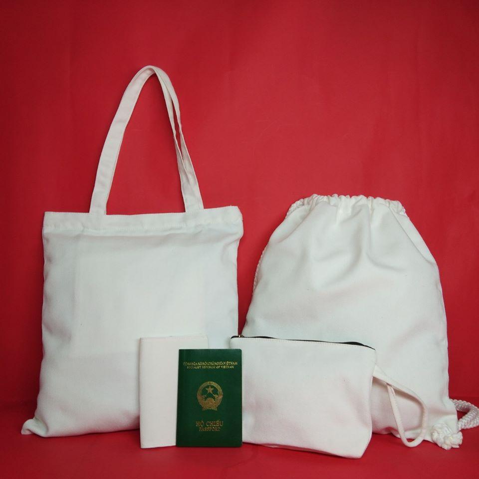Túi đựng hộ chiếu vải bố rất tiện dụng cho những người thường xuyên đi xa trên những chuyến bay quốc tế