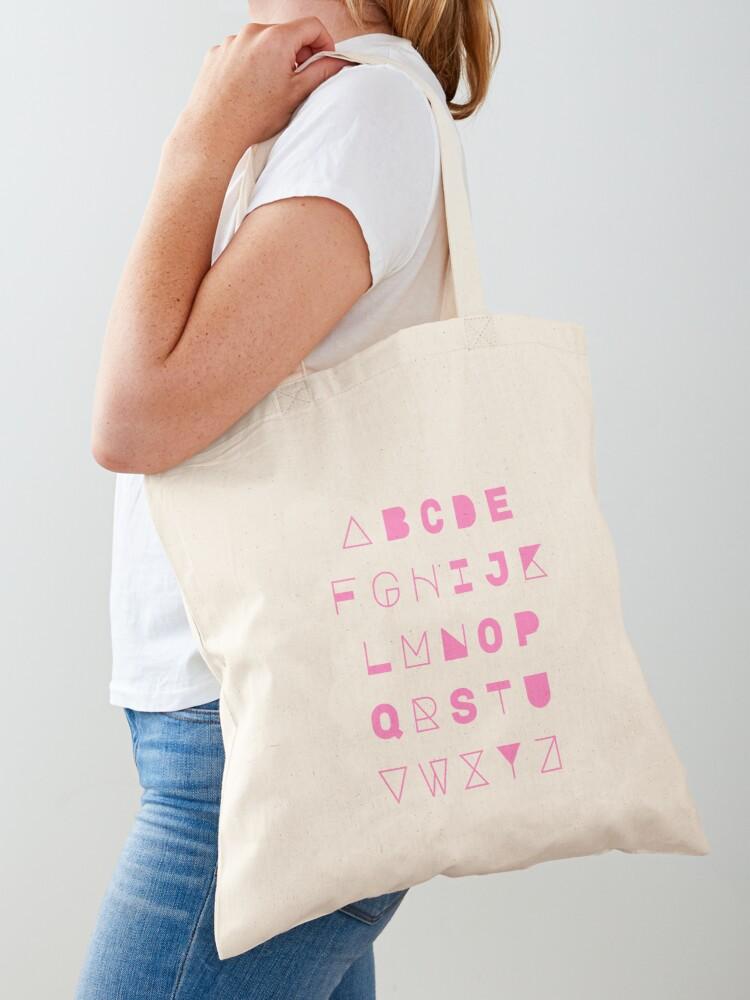 Ngoài tính tiện dụng, túi vải canvas với bảng chữ cái cũng là cách để nhắc nhở các bạn về tầm quan trọng của kiến thức và truyền thông điệp này tới mọi người.