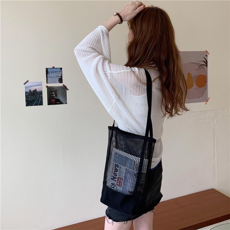 Túi vải canvas lưới giúp bạn thoải mái đựng đồ khi ra ngoài thật thời trang