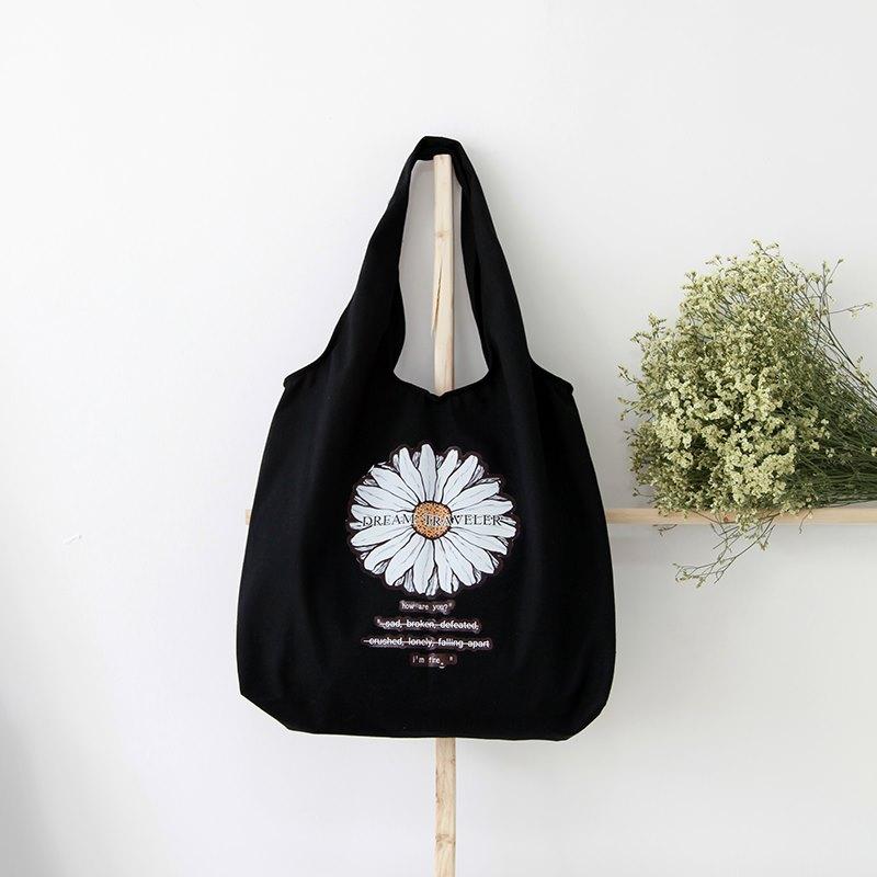 Túi vải canvas dáng tay nải với thiết kế bền chắc, tiện dụng và giá cả phù hợp