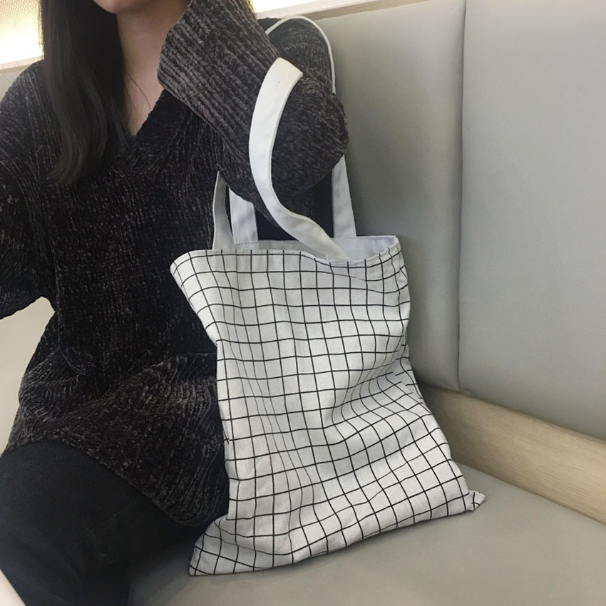 Túi xách vải canvas sử dụng 2 mặt là một chiếc túi đa-zi-năng
