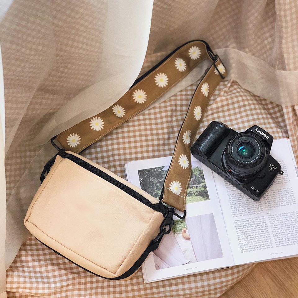 Túi đeo chéo trước ngực đựng máy ảnh canvas thích hợp với những người yêu thích phong cách tối giản theo thiết kế cổ điển và chất lượng cao.