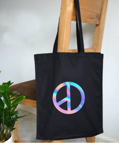 Túi canvas dây phản quang tạo ấn tượng và đảm bảo an toàn cho người sử dụng