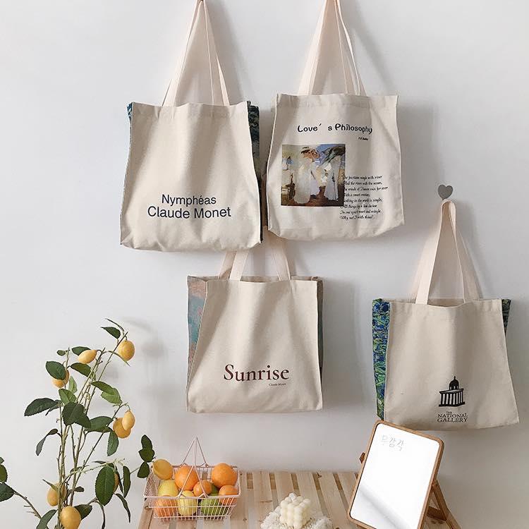 Xưởng sản xuất Trí Việt sẽ giúp bạn có được những mẫu túi vải canvas dáng vuông màu be vintage ấn tượng, chất lượng, giá rẻ.