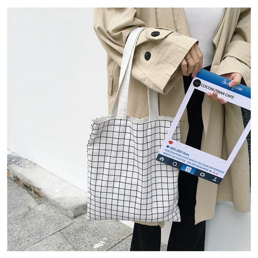 Túi xách canvas 2 mặt tiện dụng mang đến cho người sử dụng phong cách hiện đại với màu sắc trang nhã, sạch sẽ