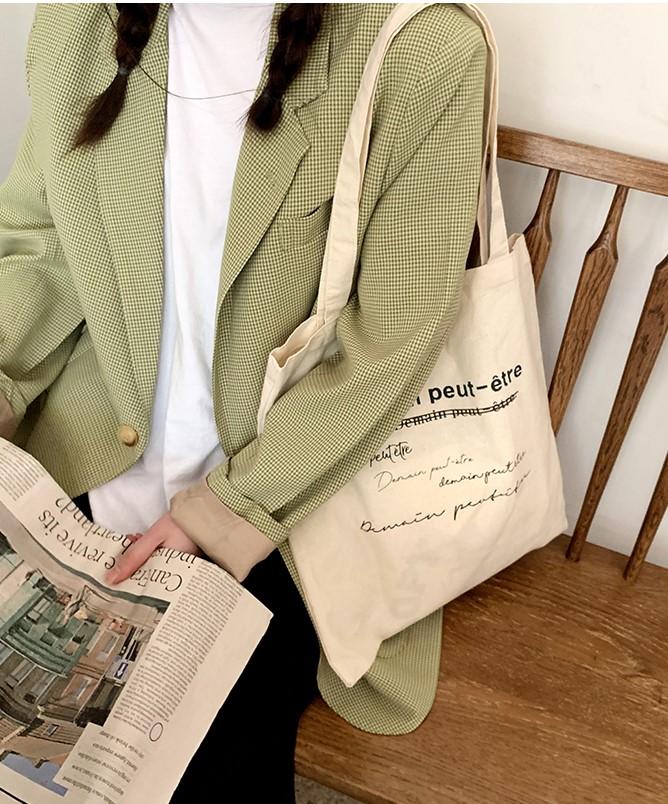 Túi canvas với những gam màu nổi bật, phù hợp mang đến cho người dùng cảm giác tươi mới và tràn ngập năng lượng