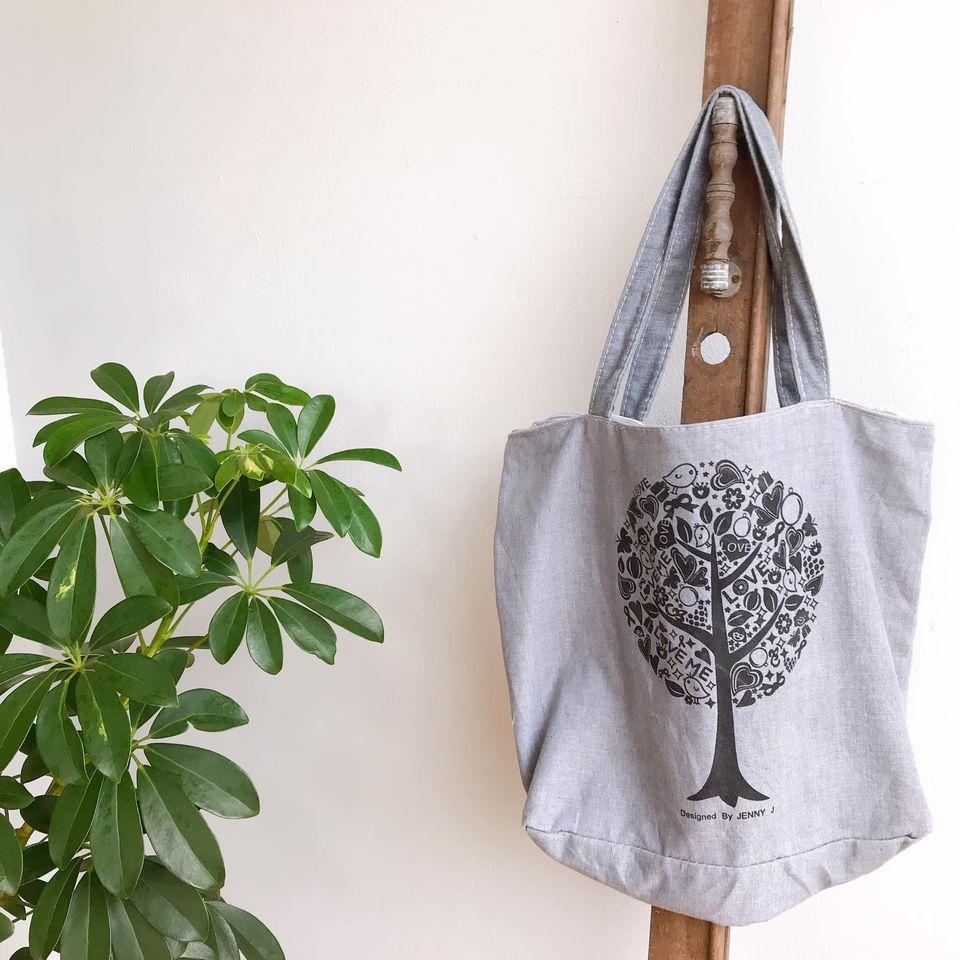 Túi tote canvas là một hotitem cho các bạn vào ngày đầu tuần
